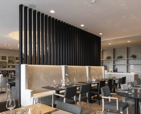 Acoustic claustra wall in the restaurant of the Mercure Hotel