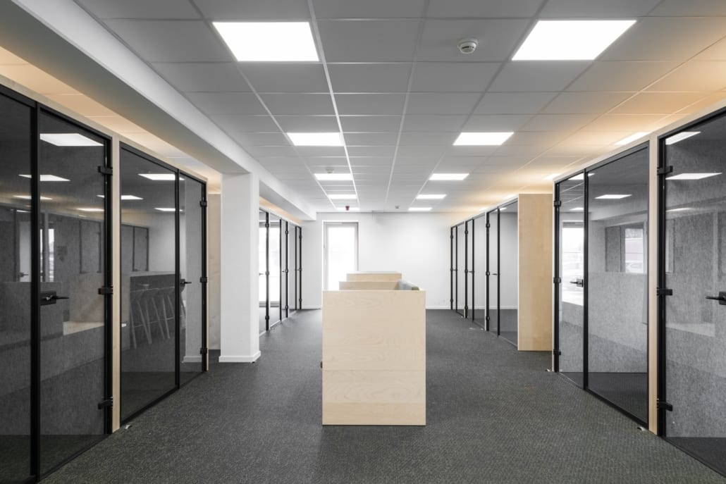 Open and closed silent boxes for an optimal acoustic office