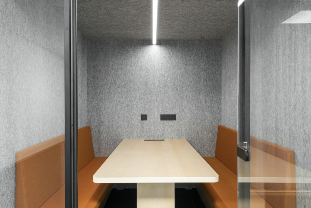 Open silent pod for an optimal acoustically optimized working environment