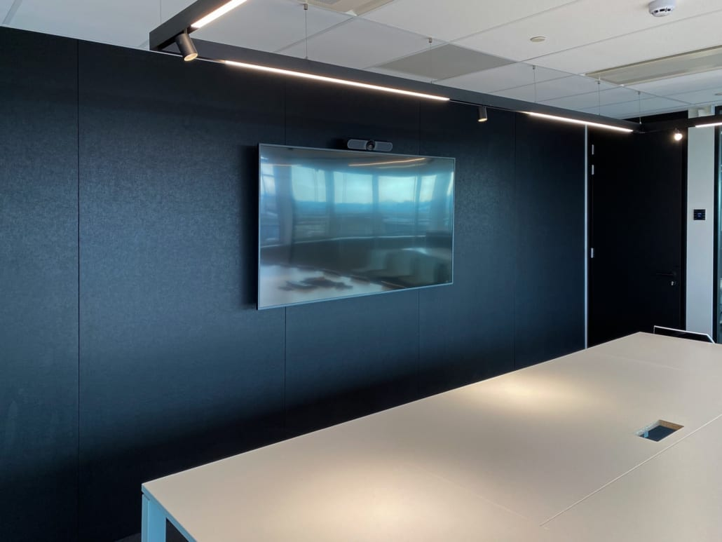 Acoustic midnight wall in TVH conference room