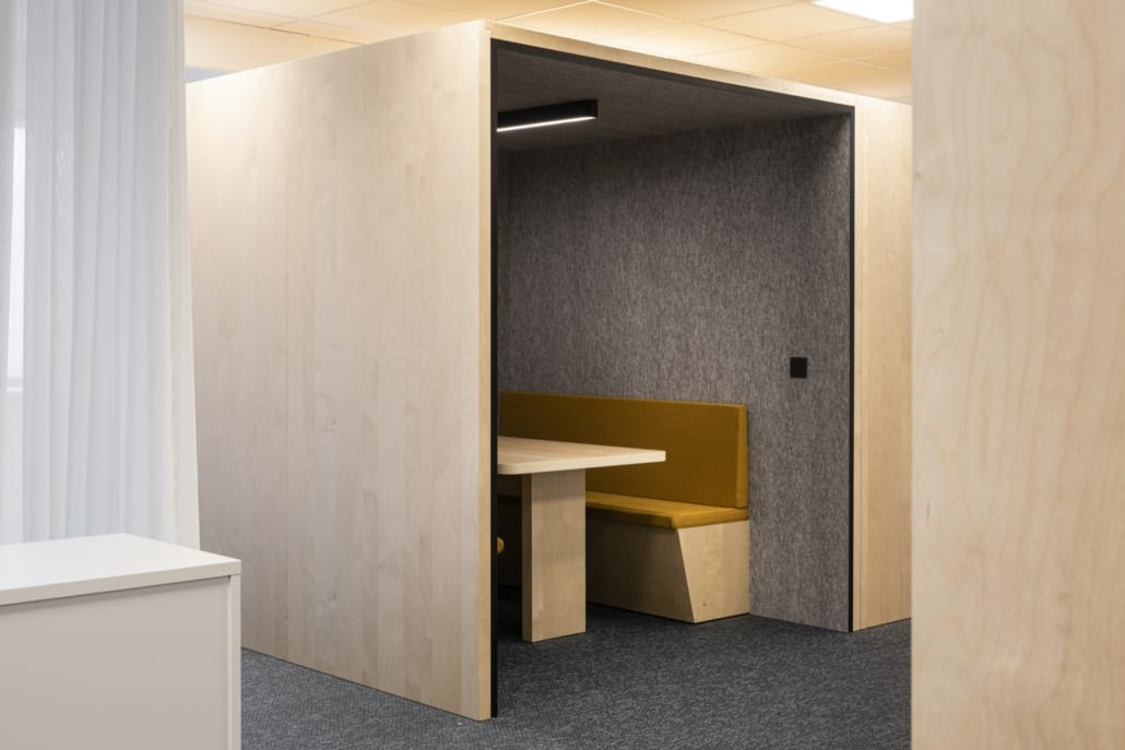 Open silent box as acoustically optimized workplace at Volvo Trucks Ghent