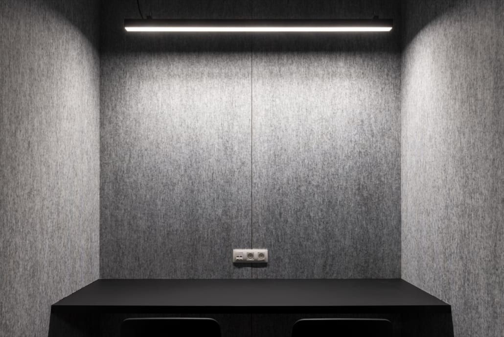 Detail acoustic silver wall with lighting and electricity supply