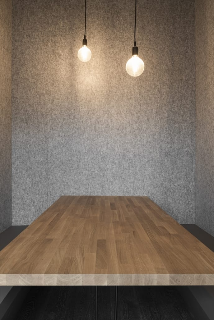 Detail acoustic wall silver with woodwork and lamps